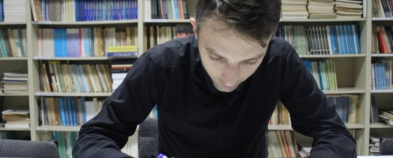 """MATEMATIČARU NEBOJŠI ĐURIĆU DODIJELJENA JE ZLATNA PLAKETA """"6. APRIL"""" POVODOM DANA OPŠTINE TESLIĆ 1"""